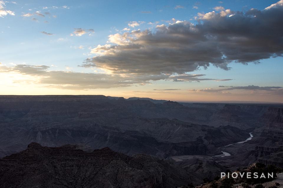 les dernières lueurs sur le Grand Canyon.